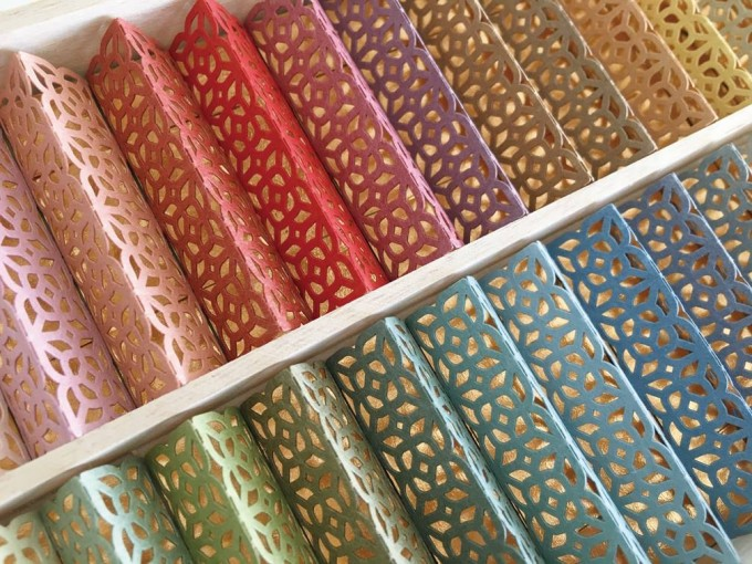 「cohana(こはな)」の色とりどりのお箸飾り