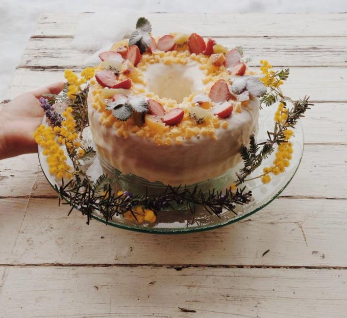 「pompon cakes(ポンポンケーキ)」のミモザケーキ
