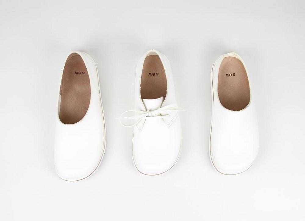 自然体の日常にも、特別な日のおめかしにも。足元を彩る、シンプルで親しみやすい『靴』