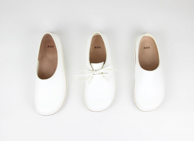 sewの革製の白いスリッポンやサボ3種類