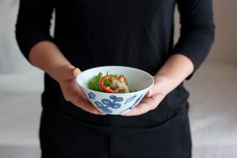 料理をより美味しく。波佐見で生まれる「Pebble Ceramic Design Studio」の器