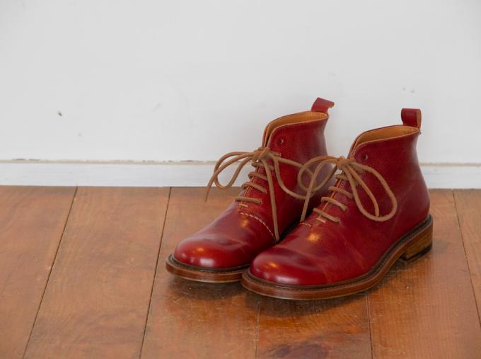 床に置かれたcoupéのレディースの靴