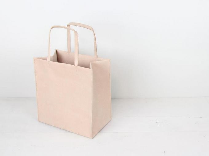 sewの紙袋のような革製のトートバッグ