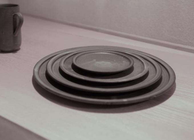 4枚重なった3RD CERAMICSの黒泥皿