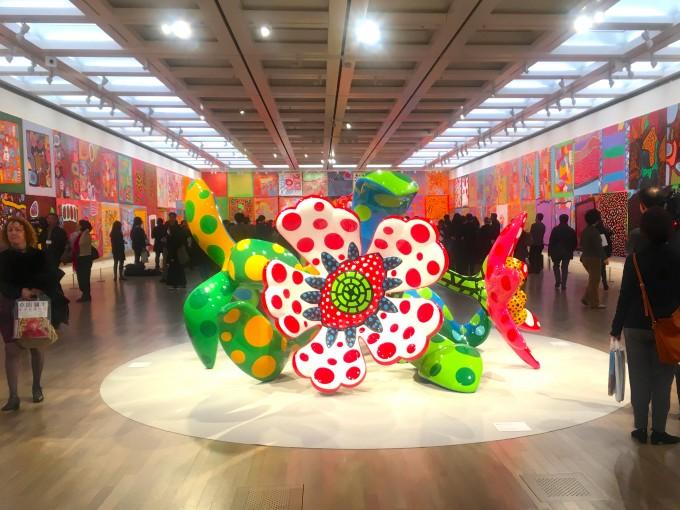 ©️YAYOI KUSAMA。2009年から意欲的に取り組んでいる2m四方の大型絵画シリーズ「わが永遠の魂」