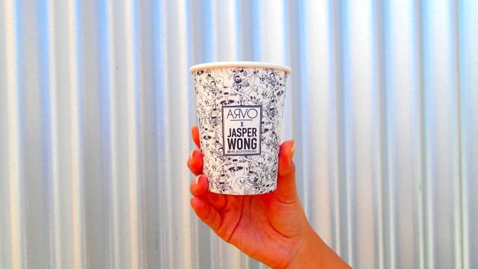 ハワイのカカアコにあるカフェ「ARVO」のテイクアウトの紙コップ