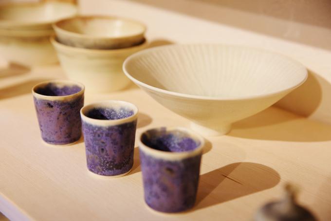 青や白の陶器