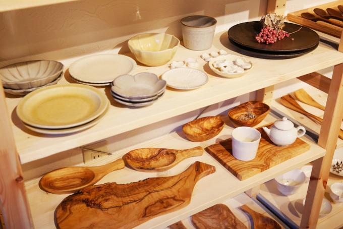 吉祥寺にあるkahahori(カハホリ)の陶器や木製食器
