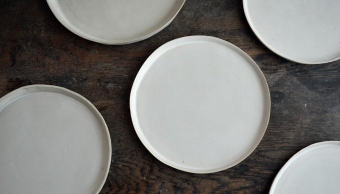 陶芸家・直井真由美さんの陶器を食卓に添えてみませんか?