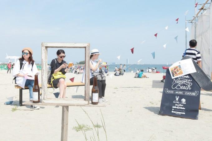 イベント「森、道、市場」のビーチ会場の様子