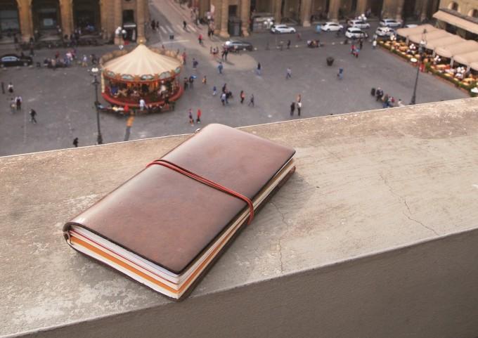 茶色い革の手帳「トラベラーズノート」