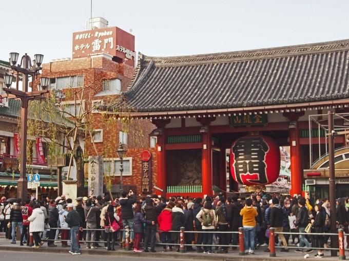 はじめての寄席へ。江戸の風情が息づく浅草演芸ホールで落語を楽しむ