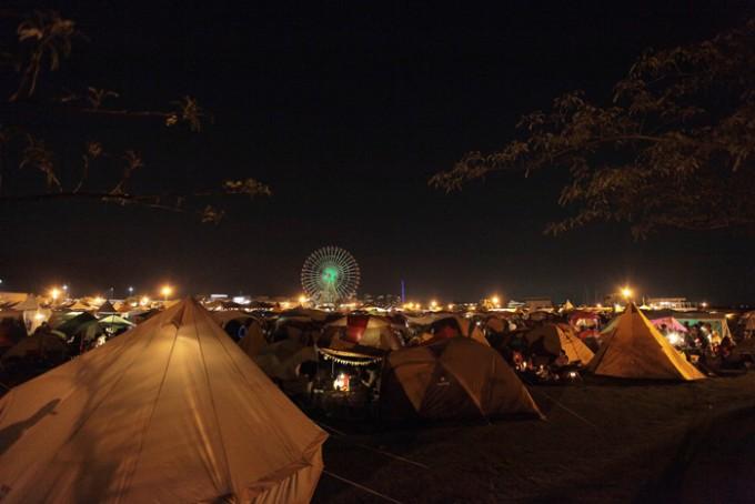 イベント「森、道、市場」の夜のキャンプ会場の雰囲気