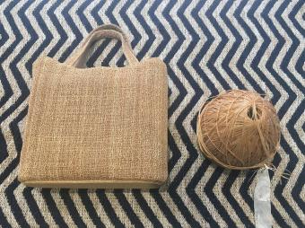 田園調布で開催中。魅力的な風合いの作品が並ぶ「日本古来の伝統技術~原始布・古代織に魅せられて~」