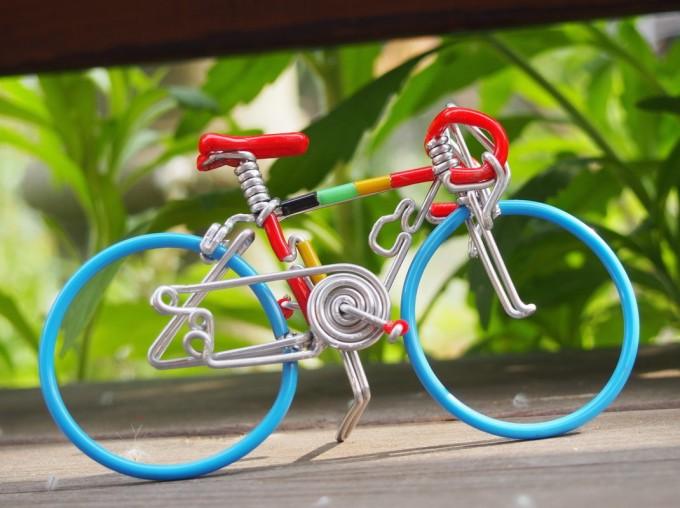 「HappyBicycle」カラフルなロードバイク型