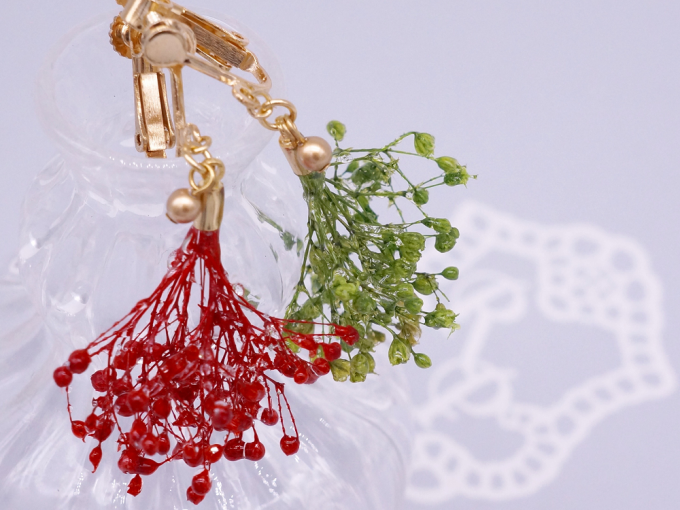 Ryah Personasの本物のかすみ草を使用したイヤリング