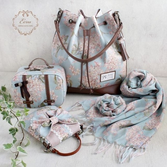 「エクリュ(ecru)」のバッグとストール、ポーチ