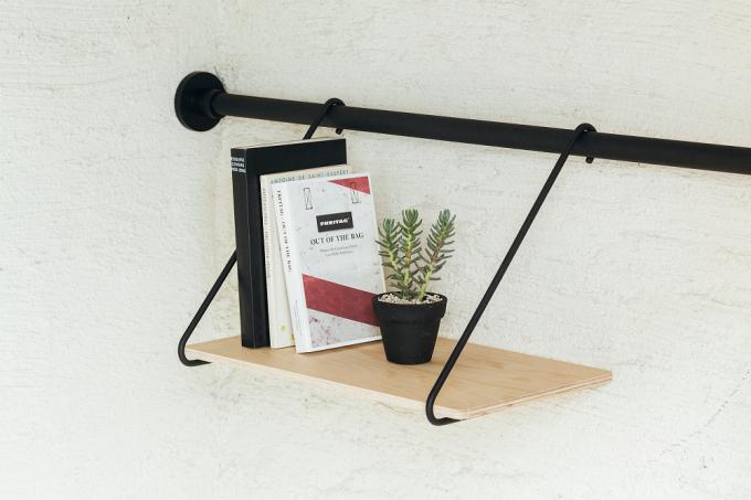 DRAW A LINEの縦横兼用の突っ張り棒と雑貨