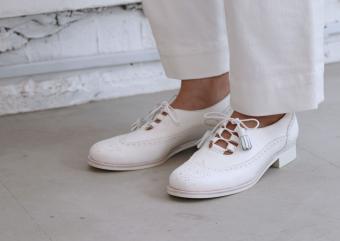 紳士靴づくりのノウハウを織り込んだ、女性のためのレザーシューズ「THE SUROU」