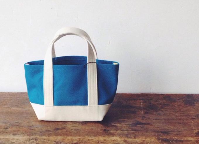 daisyhill(デイジーヒル)帆布の青いトートバッグ