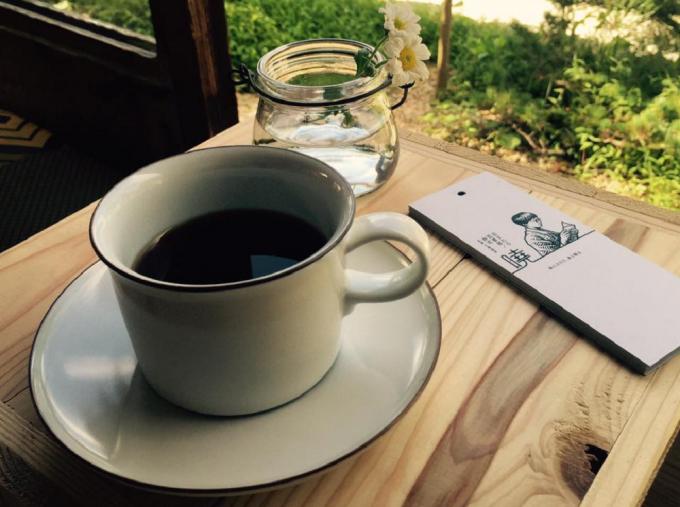 読書に合うように微調整された泊まれる図書館 暁(あかつき)のコーヒー