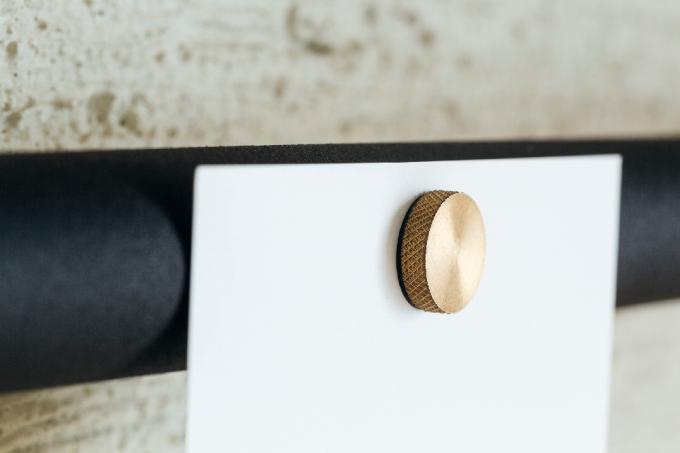DRAW A LINEの真鍮製のゴールド色のマグネット
