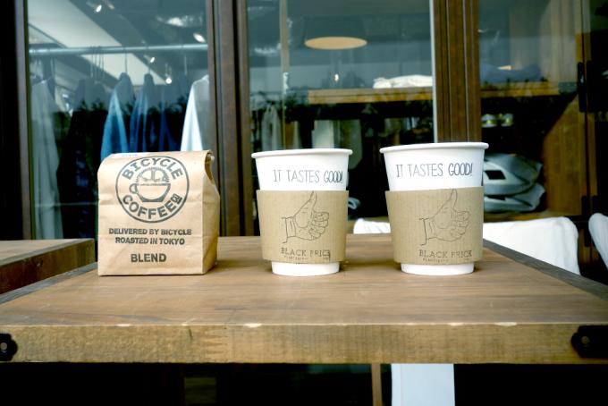 BICYCLE COFFEEの豆とテイクアウト用コーヒー2つ