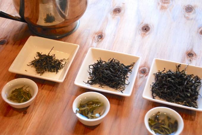 中国茶の茶葉の飲み比べ