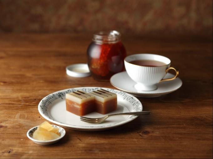白あんと生姜を使ったジャズ羊羹の「ジンジャー」を紅茶と一緒に