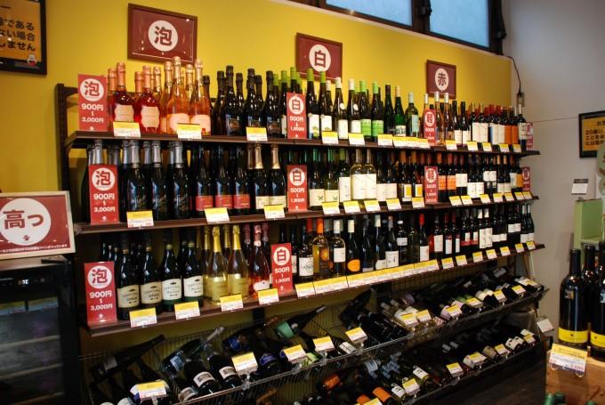 深川ワイナリーの系列店で清澄白河にあるワインショップ市松屋の店内