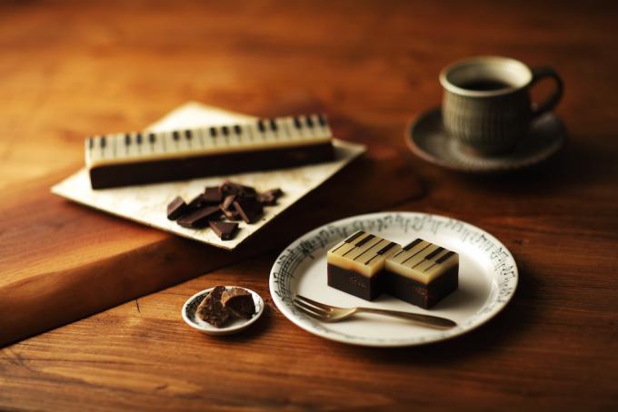 ジャズ羊羹の黒糖を使った「クラシック」をコーヒーと一緒に