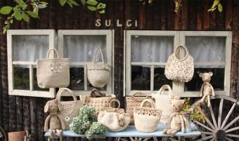 フィリピンの女性によって手掛けられる、「スルシィ」の大人可愛い天然繊維のバッグ