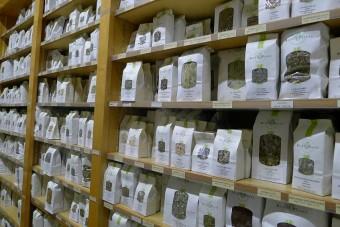 セルフケアを植物の力で。パリ1区の薬草店「エルボリストリ デュ パレロワイヤル」