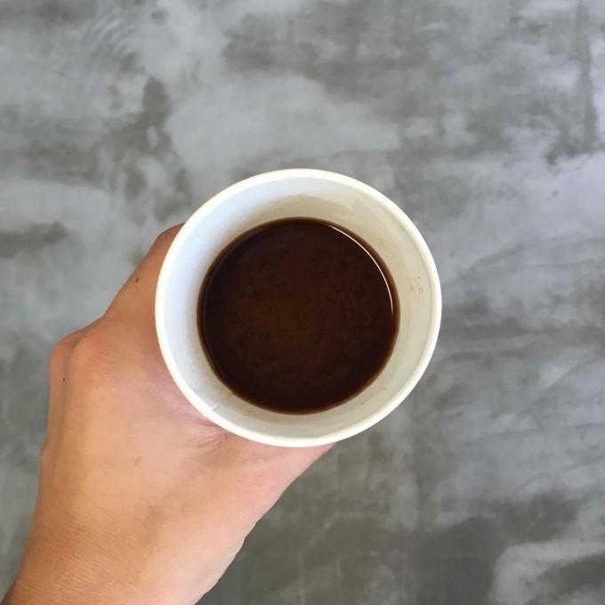 カップでコーヒーのように飲む「8830 MISO」によるビーン・トゥー・バーの八丁味噌「BEAN TO BAR HATCHO MISO」