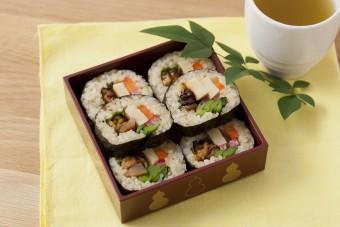 彩り豊かでヘルシーな「高野豆腐のベジタリアン巻き寿司」のレシピ