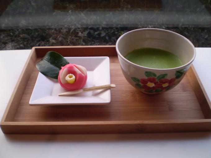 山種美術館内にある「Cafe 椿」で提供される和菓子とお茶