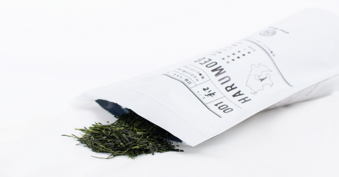 green brewingの白いパッケージに入った茶葉
