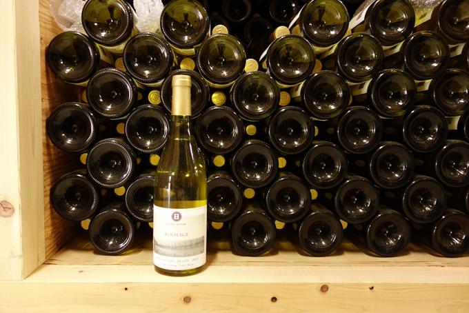 ハイディワイナリーのワインが積み重ねられている様子