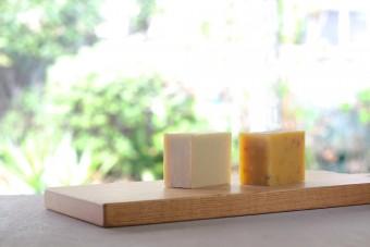 天然素材で作られた「まにまっく石鹸」で、日々の生活の中に安らぐ瞬間を