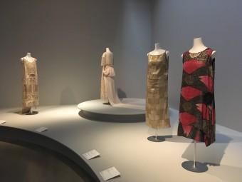 東西の美の競演「ファッションとアート 麗しき東西交流」展