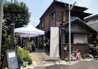 趣ある古民家にショップと人が集う複合施設。マルシェやイベントも楽しい「上野桜木あたり」
