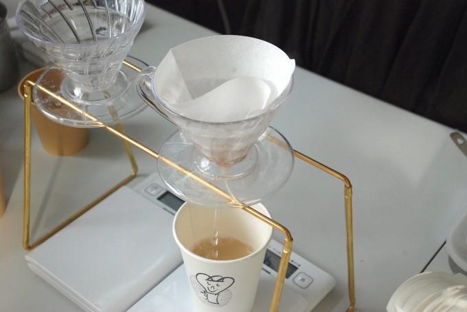 LOVE ME AND MISO SOUP.がドリッパーでコーヒーのようにミソスープを淹れている道具