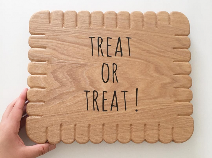 「treat or treat!(トリートオアトリート)」の看板