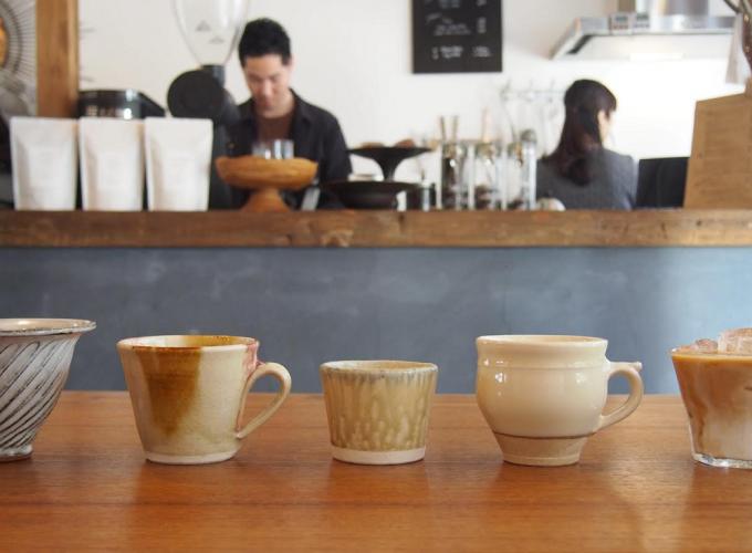 「COFFEE&CUP SHOP(コーヒー&カップショップ)」で展示されるコーヒーカップたち
