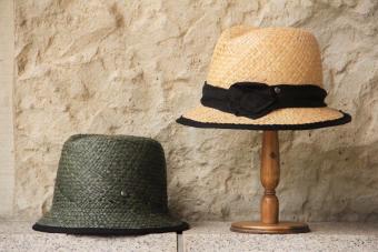 日差しが降り注ぐ夏の日も涼やかに。天然素材を使った「nine」の手作り帽子