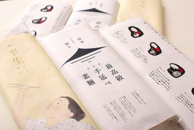 小豆島商店で販売している数種類の手延べそうめんのパッケージの様子