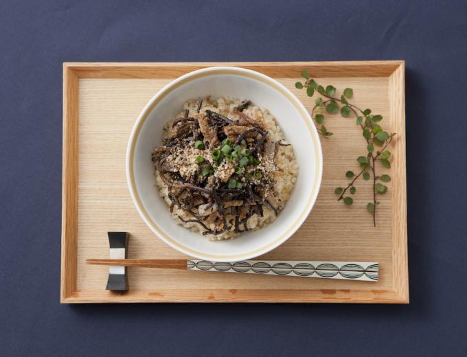 食物繊維たっぷりのひじきのヘルシー丼の写真