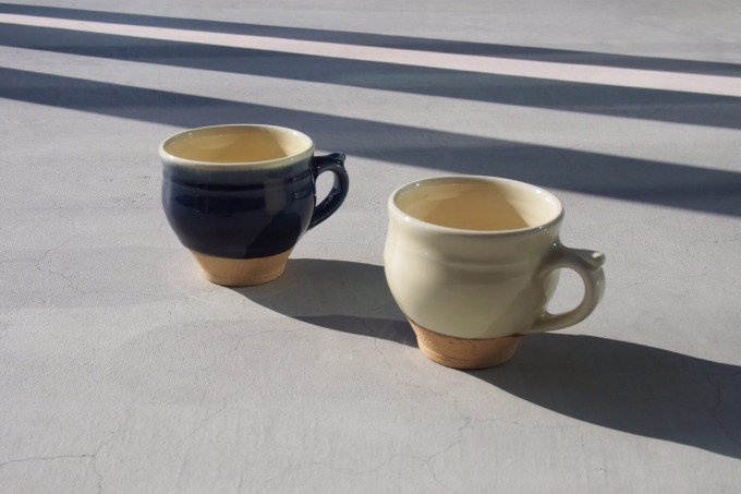 「COFFEE&CUP SHOP(コーヒー&カップショップ)」で展示販売されるコーヒーカップ2つ