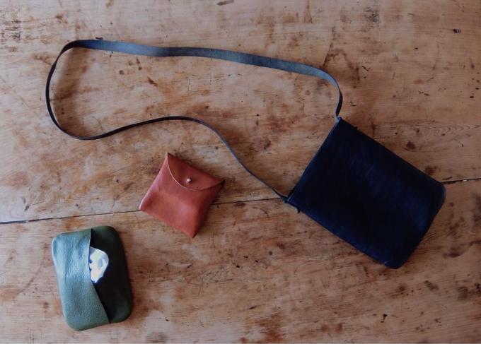 「9月製作」のレザーバッグと革小物