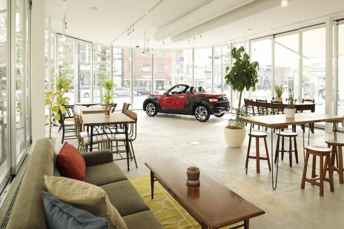 COPENが店内に飾られたスタイリッシュなインテリアのコペンローカルベースカフェ